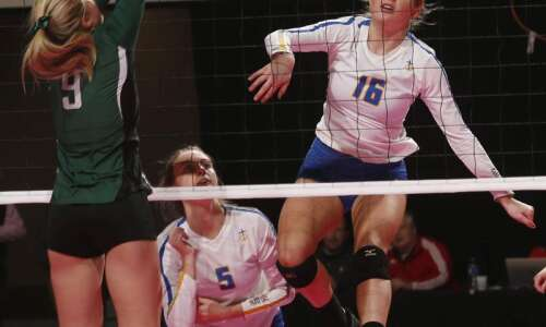 Dubuque Wahlert sweeps Pella to keep title hopes intact
