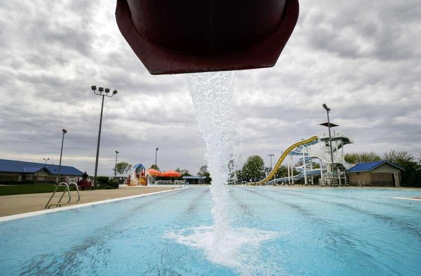 Cedar Rapids bumps pay, offers incentives for lifeguards amid recruitment struggle