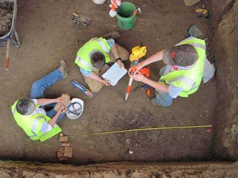 UI archaeologists find 7,000-year-old site in Des Moines