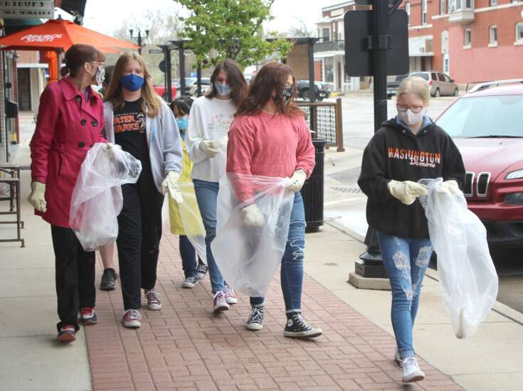 Teens meet up to clean up Washington Square