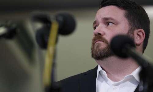 Sanders, Buttigieg ratchet up fight for Iowa delegates