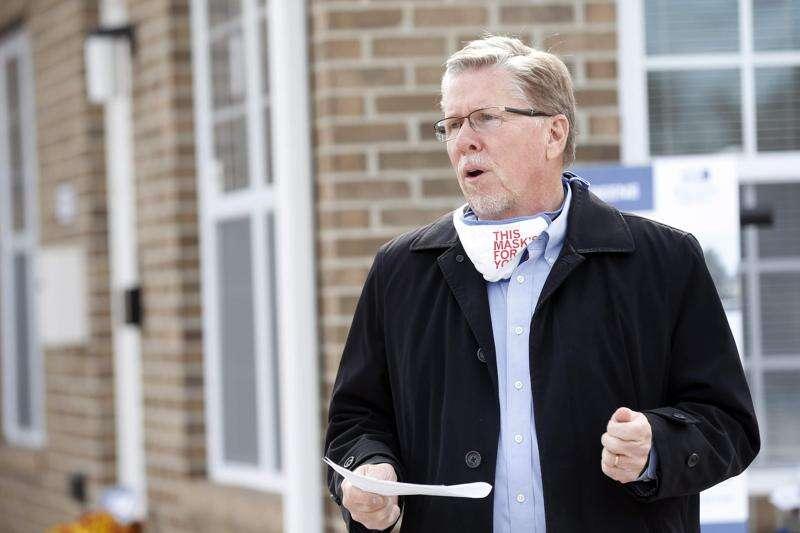 Cedar Rapids Mayor Brad Hart further eases mask mandate