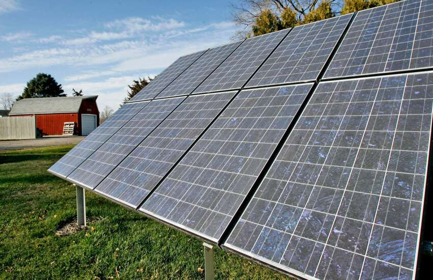Local residents voice concerns, ask questions about potential solar farm project near Palo