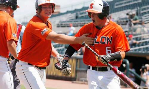 Solon stuns top-seeded Dubuque Wahlert, 12-2, in six innings