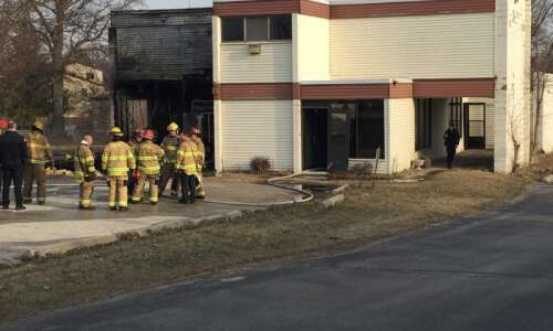 Fire at Jan's Salon building temporarily closes Blairs Ferry Road…