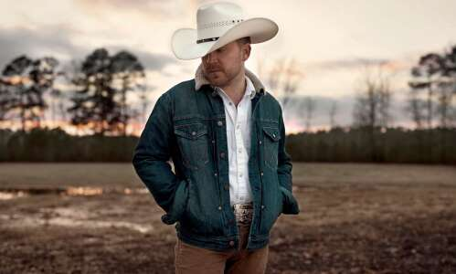 Justin Moore bringing new music, high-energy show to Cedar Rapids