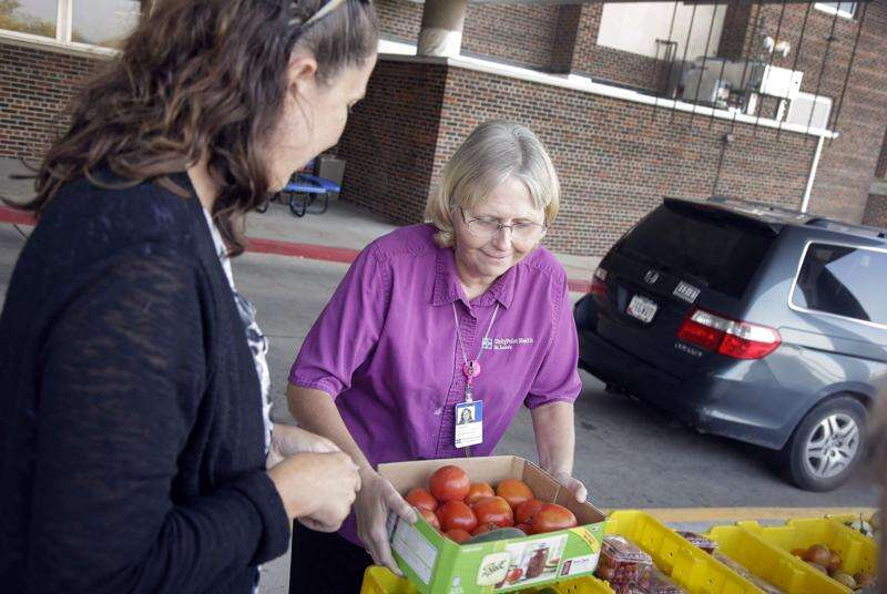 St. Luke's Hospital partners with Feed Iowa First to provide fresh produce to low-income patients