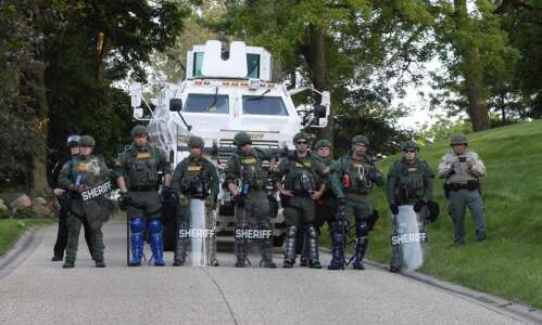 Iowa police's crowd control measures jeopardize First Amendment rights