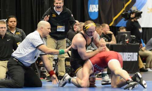 NCAA wrestling 2019: Friday's quarterfinal, semifinal, Iowa results and team…