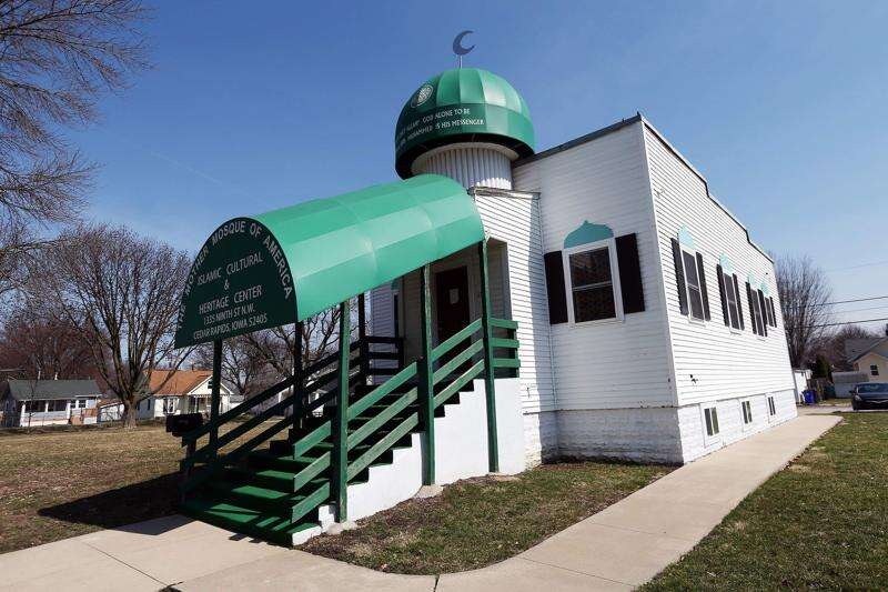 How did the oldest mosque in the U.S. end up in Cedar Rapids?
