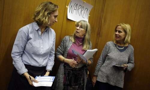 Iowa satellite caucus in Paris says 'oui' to Elizabeth Warren