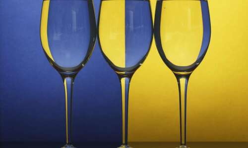 Using refraction to create minimalist and abstract photographs