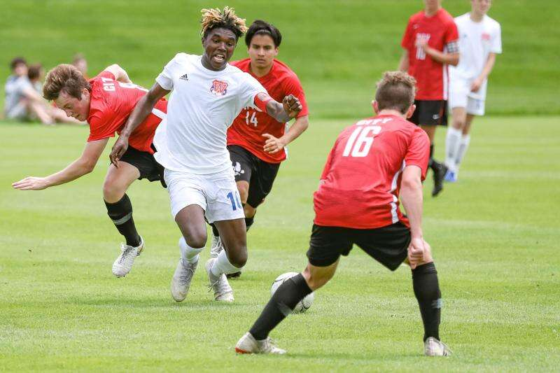 Keaton Woods delivers Cedar Rapids Washington boys' soccer to state with masterful performance