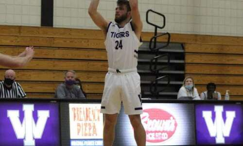 Iowa Wesleyan men lick Lions
