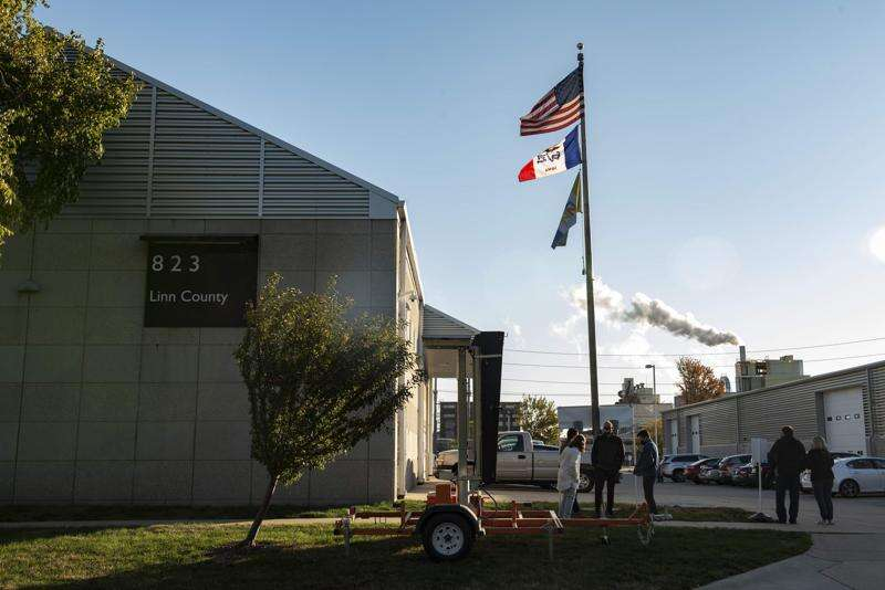 Lines form for first day of Iowa early voting