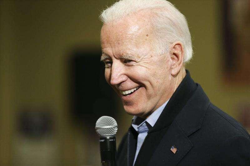 Biden congratulates retiring Davenport bar owner