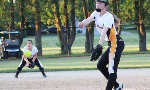 Golden Hawks lose softball game, fall to 0-4