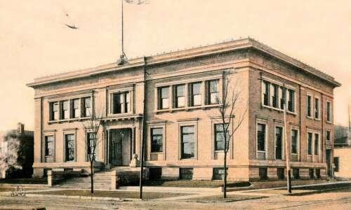 Time Machine: Murder in the Cedar Rapids library
