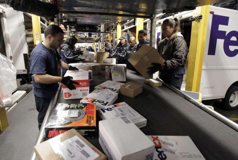 USPS, FedEx, UPS set holiday shipping dates