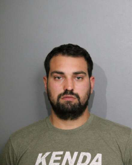 Iowa man arrested for rifle at Chicago hotel makes bond, proposes