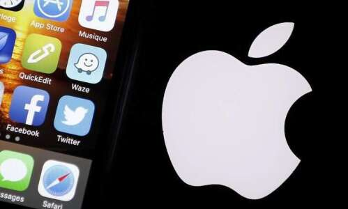 Smaller iPhone expected Monday as Apple counters drop in phone…