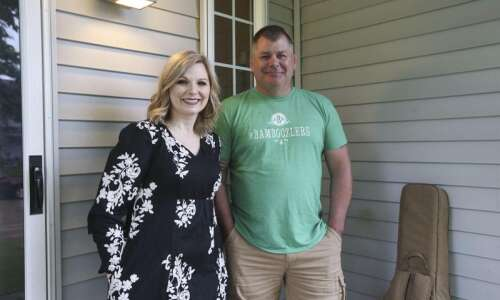 Cedar Rapids voice teacher Cindy Shadrick seeks to amplify all…