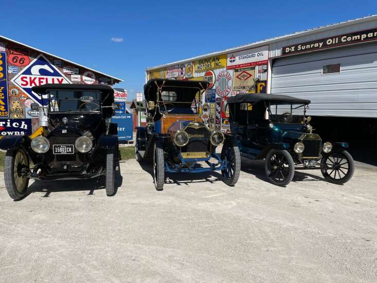 Red Flag Horseless Carriage Tour sweeps through SE Iowa