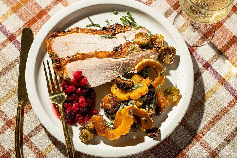 For a small Thanksgiving gathering, here's a sheet-pan dinner ready in an hour