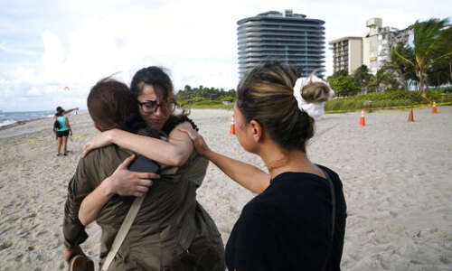 Death toll in Florida collapse rises to 4; 159 still…