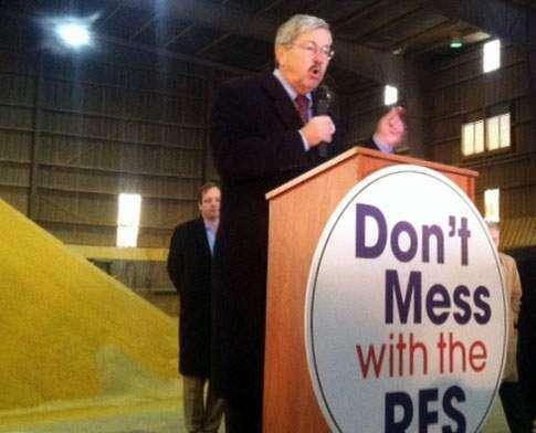 Iowa Gov. Branstad declares EPA cut on biofuels a 'war on corn'