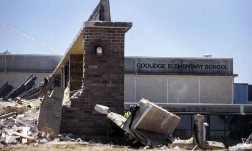 Coolidge school falls to wrecking ball in SW Cedar Rapids