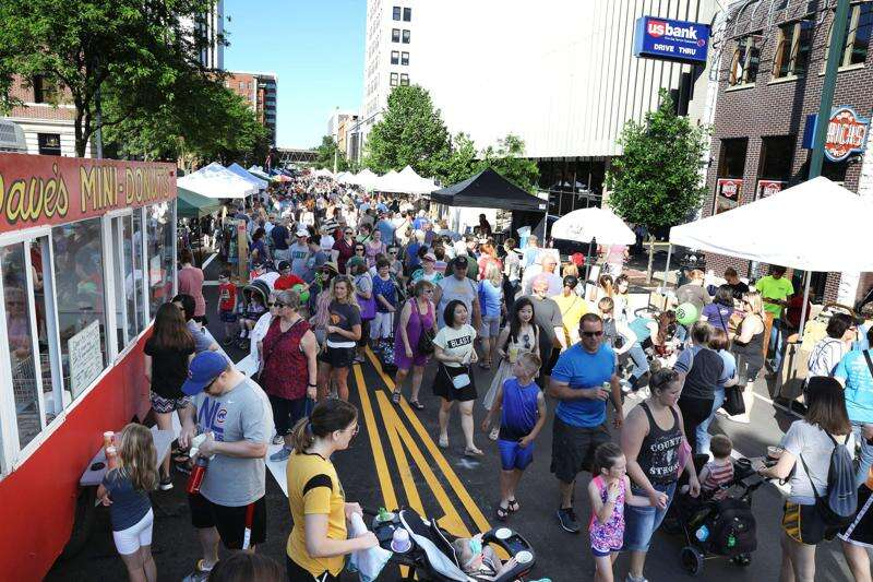 Farmers markets exempt from ban on large gatherings, Reynolds says