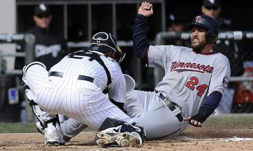 Two-strike bunt helps White Sox top Twins