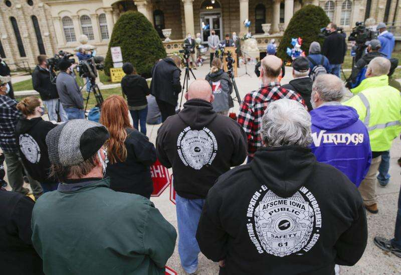 U.S. Rep. Cindy Axne, Iowa Democrats ask feds to investigate fatal attack at Anamosa prison