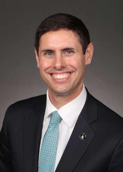 Iowa Senate passes 'back the blue' bills