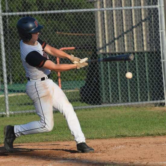 Fairfield splits SEC baseball games with Washington