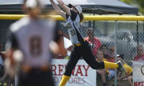 Sigourney pulls another stunner in state softball quarterfinals