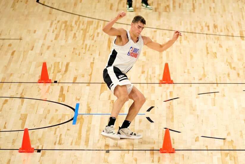 Iowa's Luka Garza can't go full-tilt at NBA Draft Combine because of injury
