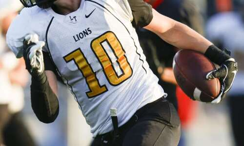 Lone Tree football clinches 8-player playoff berth with 77-30 rout…