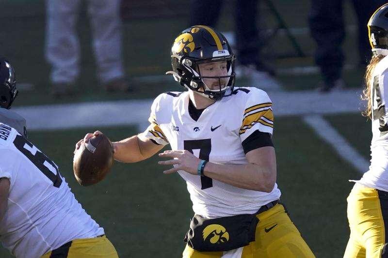 Game Report: Iowa Hawkeyes 35, Illinois Fighting Illini 21