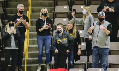 Iowa men's basketball back in AP poll top 10
