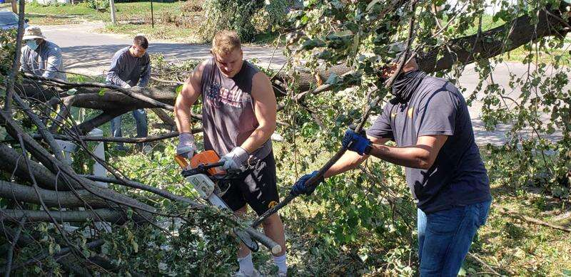 Iowa Hawkeyes among the many in Cedar Rapids to help with storm recovery