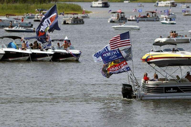 Pro-Trump boat gathering draws hundreds at Coralville Lake