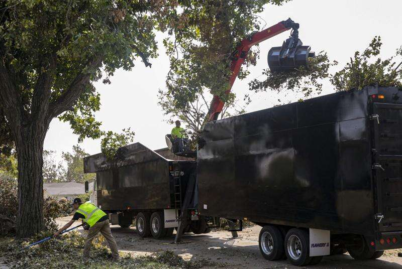 Cedar Rapids finishes first pass of clearing tree debris from streets