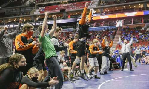 Iowa high school wrestling state duals 2021: Final scores, photos…