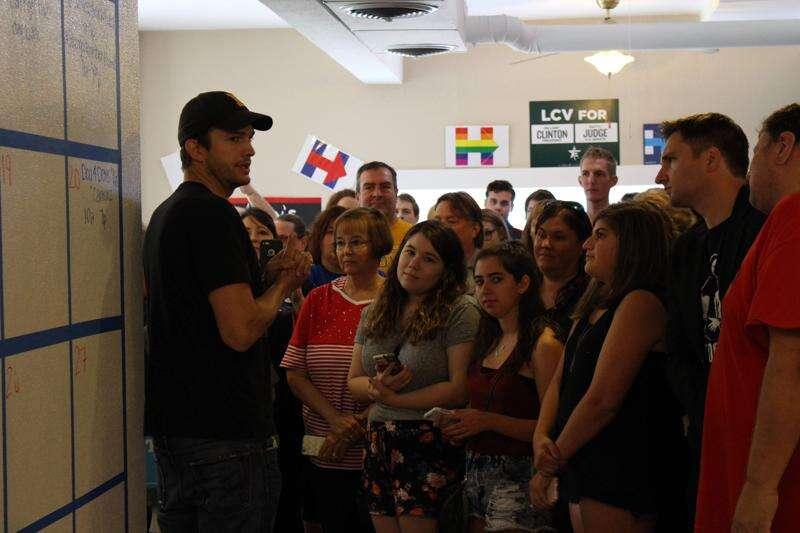 Ashton Kutcher endorses Hillary Clinton during Cedar Rapids visit