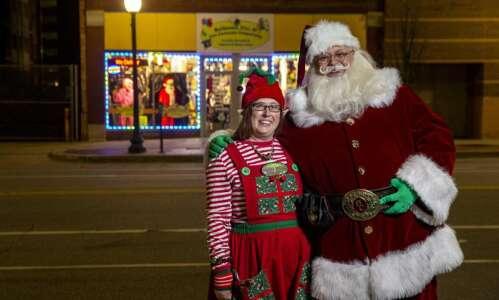 Iowa Santas prepare for socially distanced, virtual visits this pandemic…