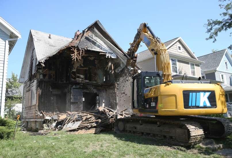 Wellington Heights neighborhood eyesore finally demolished after five years