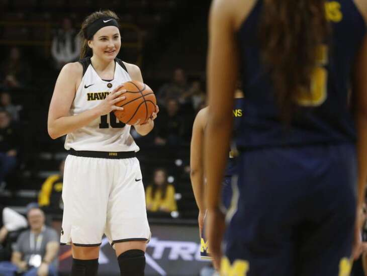 Megan Gustafson's 34 points carry Iowa to bounce-back win at Illinois