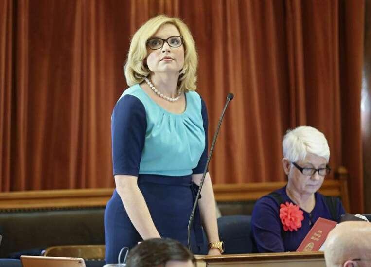 Hinson: Act now to support Iowa veterans during coronavirus
